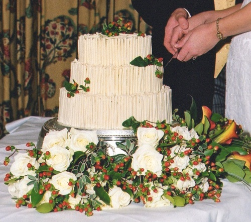 How to have the wedding you want - white chocolate wedding cake