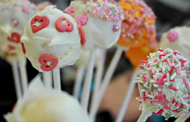 Food: How to make cake pops with children