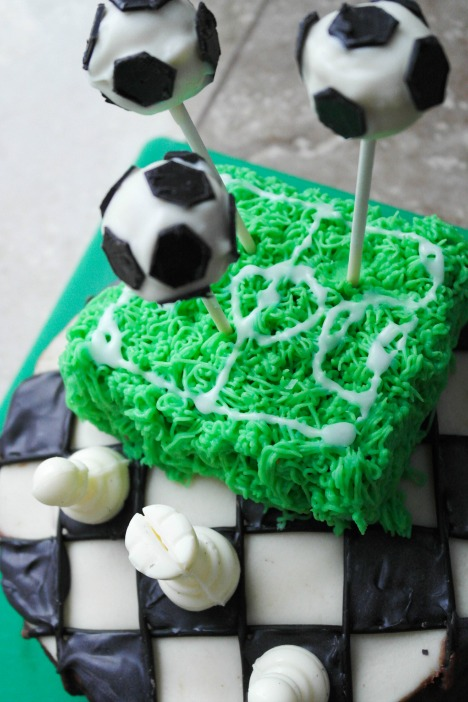 Sporty cakes: Football cake pops and an iced football field!