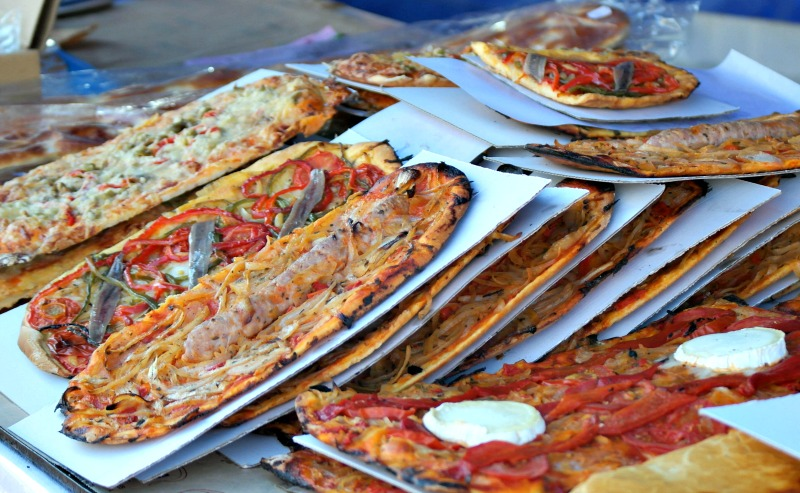 Mouthwatering breads and pizzas from the harbourside stalls of L'Estartit