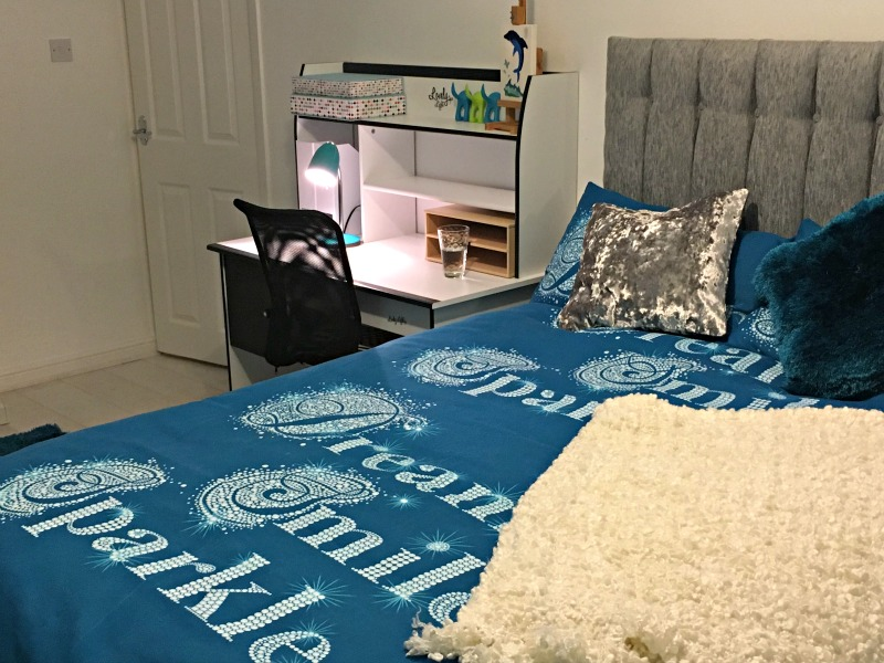 Tween teal room makevoer: This teal duvet set from Wayfair really looked good
