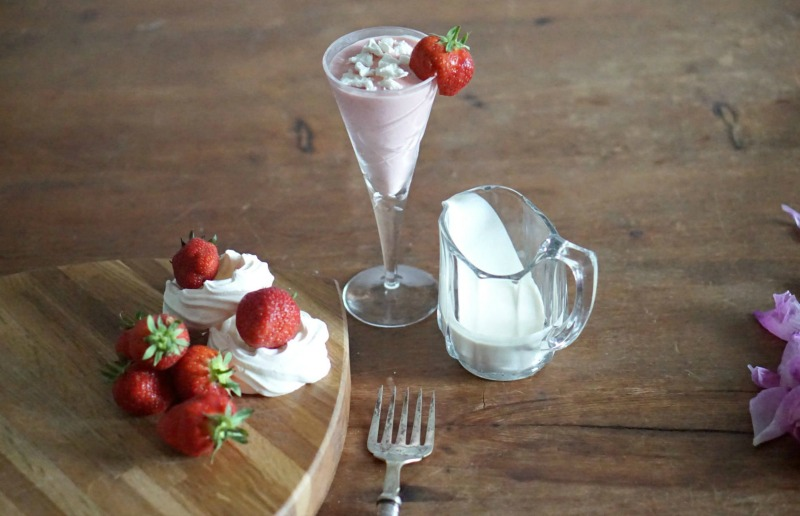 Easy strawberry recipes: Strawberries and cream cocktail