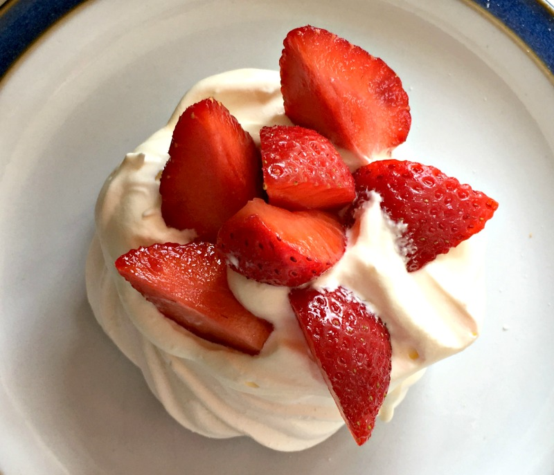 Easy strawberry recipes: Mini Strawberry Pavlovas