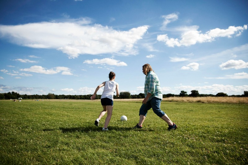 Dads and daughters is a campaign by women's FA cup sponsor SSE to celebrate the bond between female players and their dads